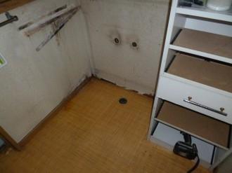 洗面台撤去後掃除